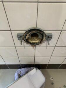 大阪市 ビル 男子トイレ 水漏れ ガスケット交換 DAITAKU ダイタク